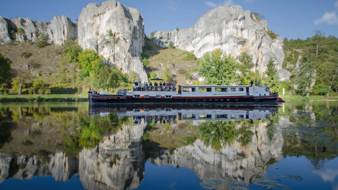 luciold luxury barge in French Canal