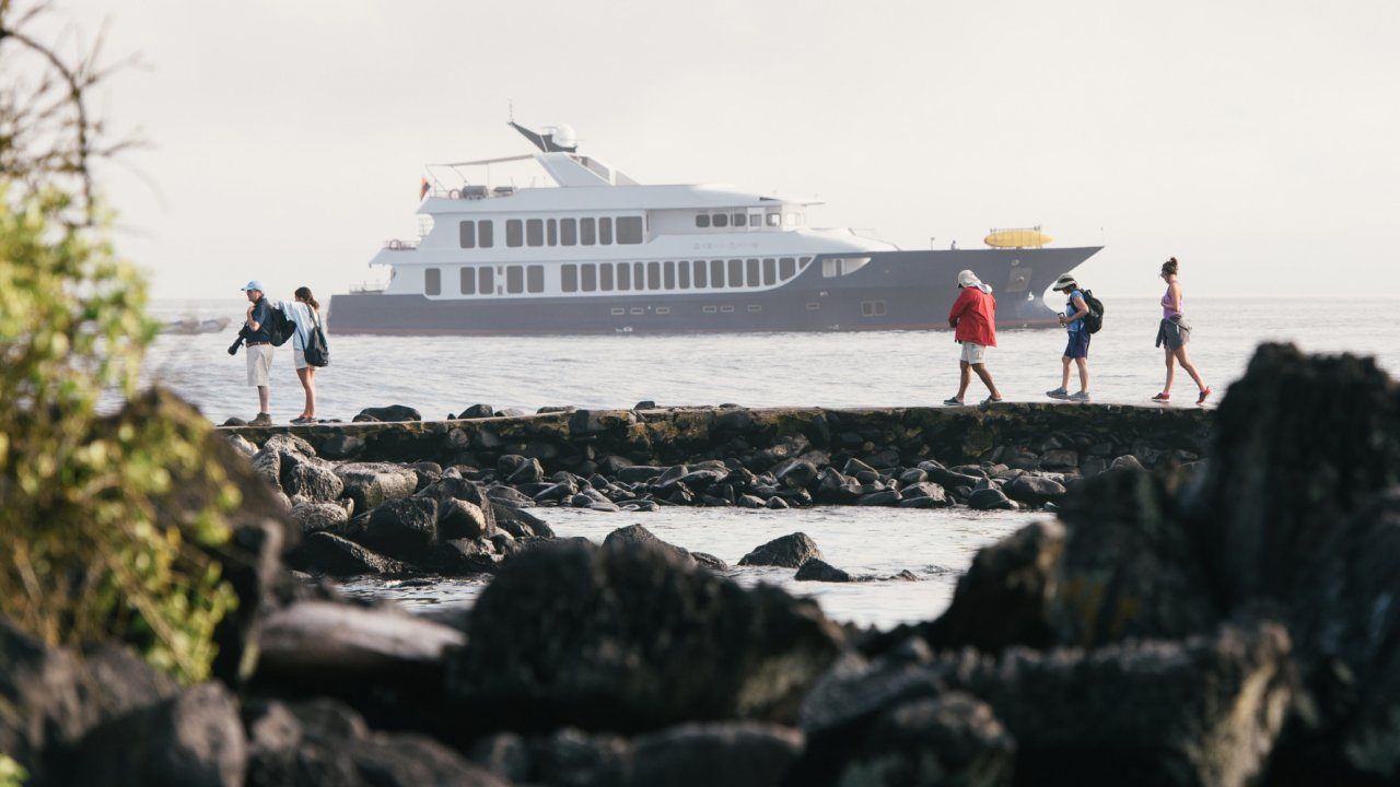 Galapgos Yacht