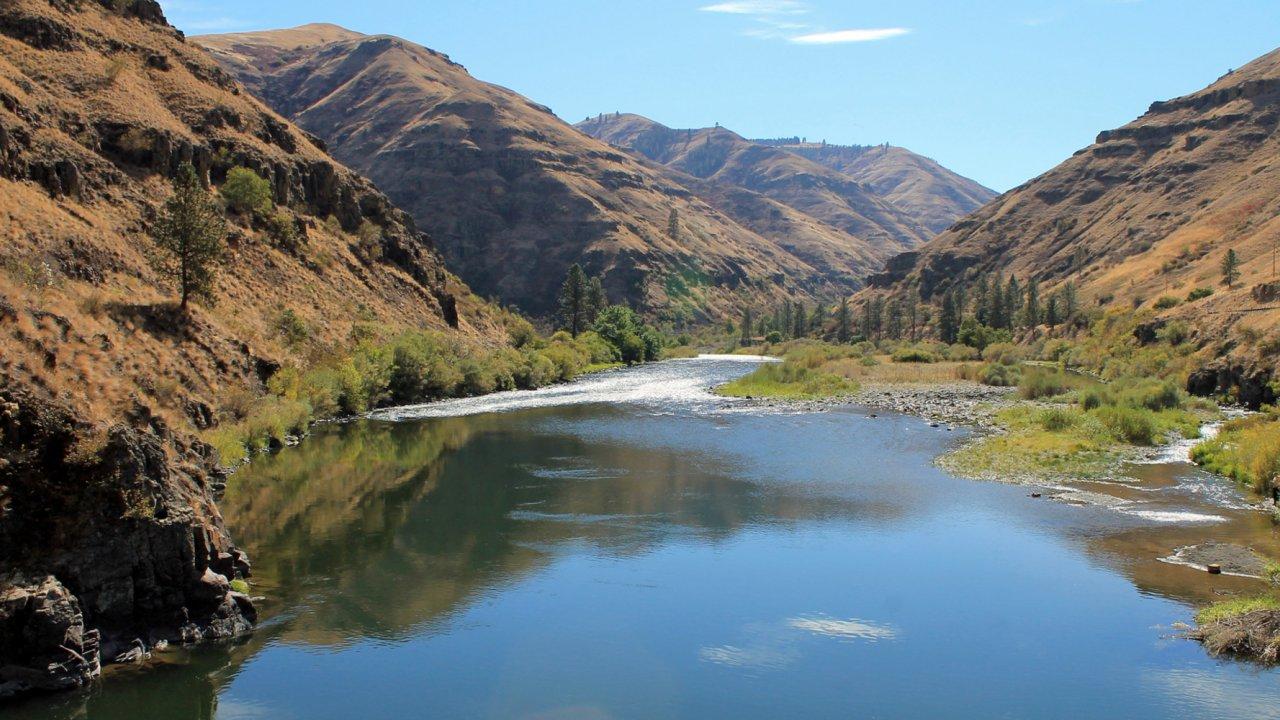 kayaking the Grande Ronde in Oregon