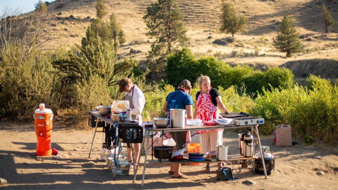 river guides cooking along the deschutes river