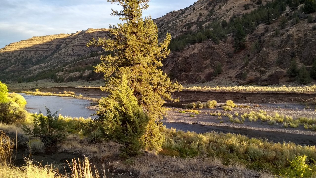 bike tour along the deschutes river