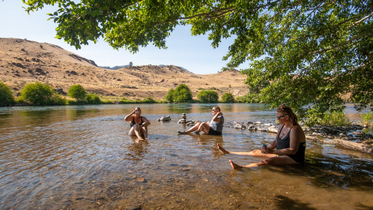 rafters sitting in the water along the Deschutes River