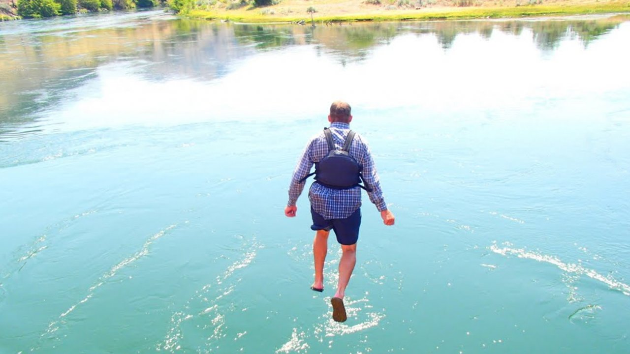 man cliff jumping along the deschutes river