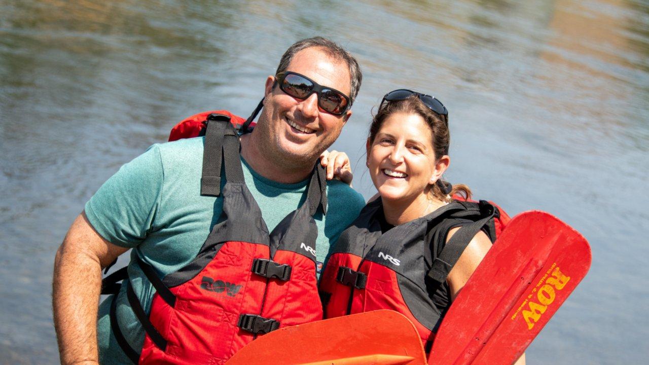 couple rafting Deschutes river