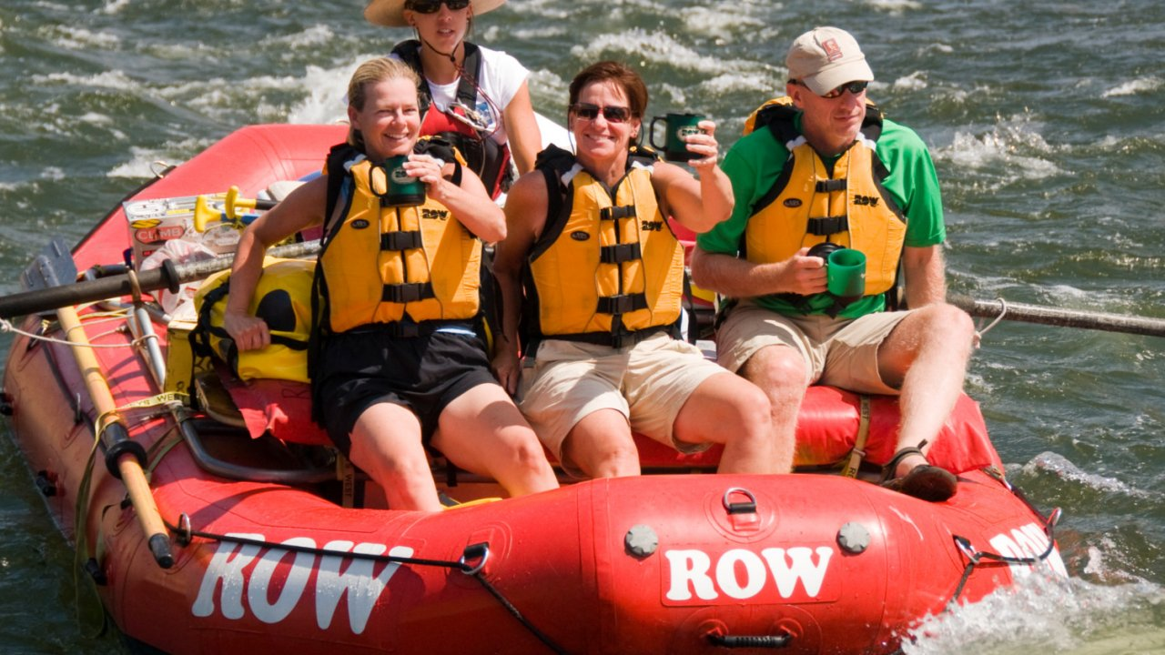 group of people rafting on the deschutes river
