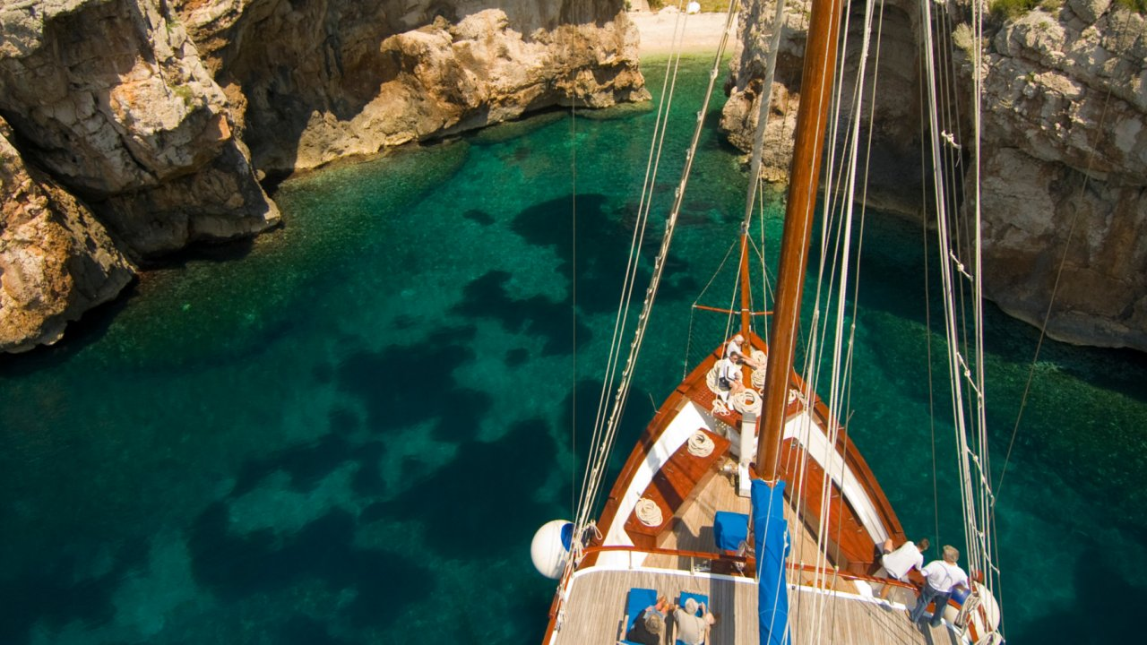 small yachting trips