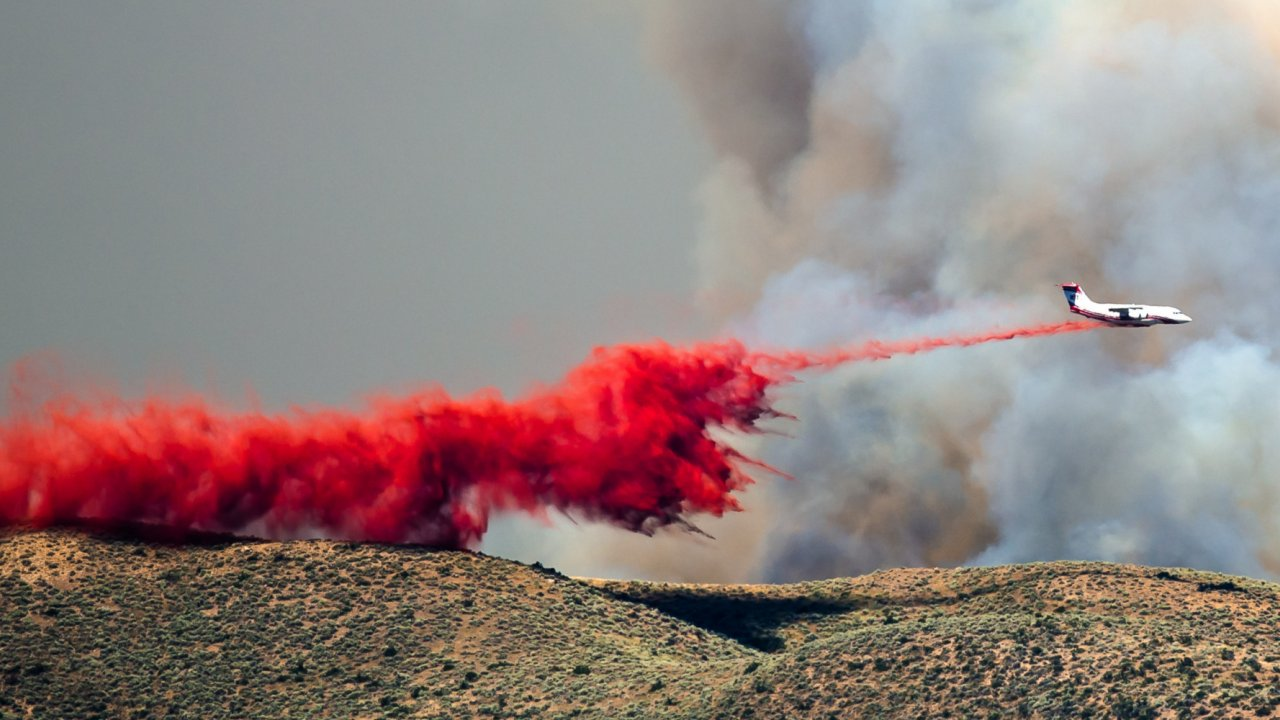 fire retardant being drop from plan