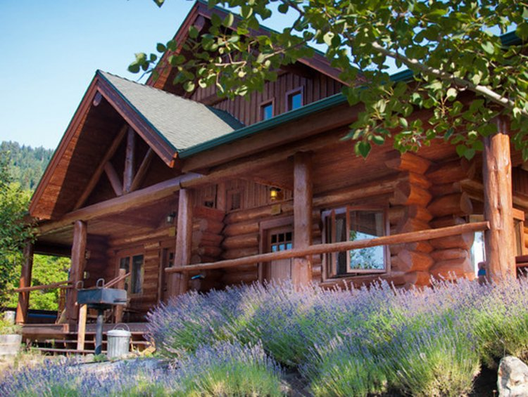 getaway cabin for rent in central Idaho
