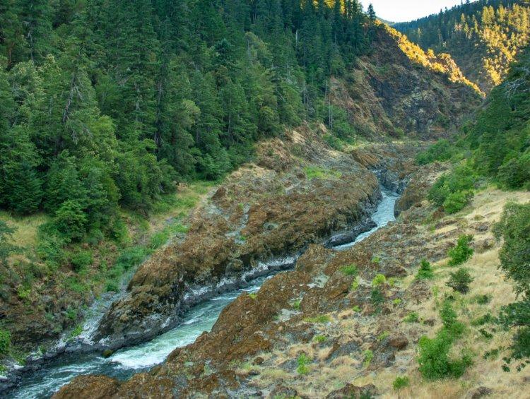 rogue river hiking trail