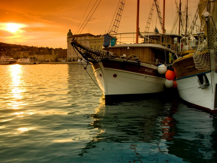 small yachting tours