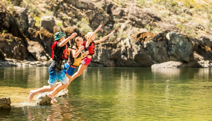 kids jumping into the snake river
