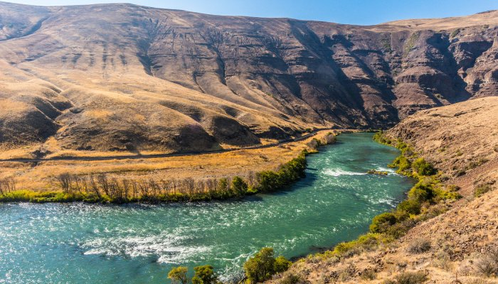 Deschutes river pathway and overview